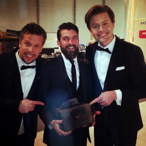 Filip Hammar och Fredik Wikingsson med Emil Österholm och hans brödrost.