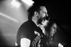 Ralf Gyllenhammar, Mustaschs frontman.