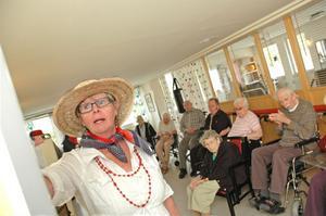 UTSTÄLLNING. Else-Marie Gillving hittade mormors gamla koffert från Amerika på vinden. Nu har hon gjort en utställning om emigrationen.