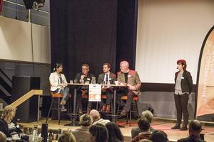 Yoomi Renström (S), Raimo Pärssinen (S), Tomas Tobé (M) och Anders W Jonsson (C) under måndagens paneldebatt.