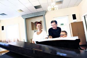 TAR TON. Sopranen Matilda Orrling sjunger Schubert medan Erik Nyman ackompanjerar på piano.
