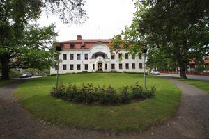 Signaturen bettan.gul@ påminner om att det inte var så länge sedan man ville flytta tingsrätten från Hudiksvall till Gävle eller Sundsvall.