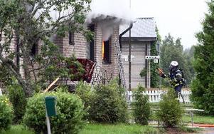 Villan var övertänd redan när brandkåren kom till platsen.Foto: JOHNNY FREDBORG