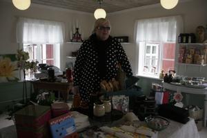 Karin Waldin har startat butiken Cajsas Diverse på Innigår'n. Här hittar man allt från fransk tvål och böcker till yxor från Gränsfors och kuriosa. Fika kan man också göra.