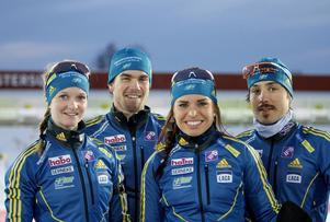 Kvartetten som ska ge Sverige en pangstart i världscuptävlingarna i skidskytte. Från vänster syns Mona Brorsson, Fredrik Lindström, Elisabeth Högberg och Tobias Arwidson vid sista träningen lördag eftermiddag.
