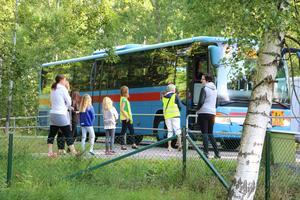 Skolbussar i Lekeberg  vid Tulpanens skola.