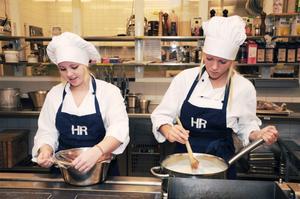 Förutom medieinriktningen besökte Emelie och Elin restaurang och livsmedel. Foto: Sanna Signeul.