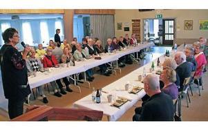 Varje höst bjuds de medlemmar som fyllt 80 år under året in på fest. Ulla Bäckström hälsar alla välkomna. Foto: Eva Högkvist