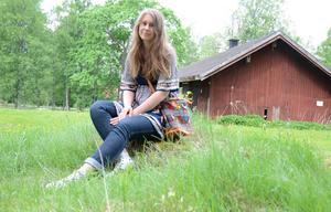 Projekt stadsodling Hällefors. Lindholmstorpet ska nu odlas upp i ett kollektivt trädgårdsodlingsprojekt. Amanda Kroon är en av initiativtagarna.