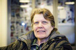 Gudrun Norefjord, Rödvattnet:– Jag har separata hinkar för matavfall, glas och plåtburkar. Brännbart hushållsavfall eldar jag.