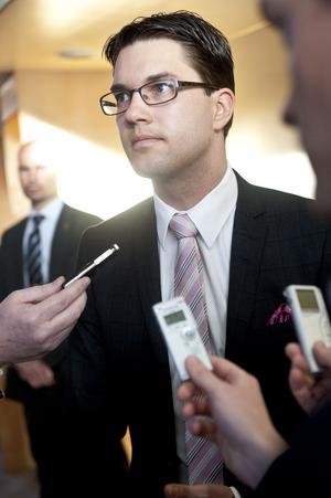 Oordning i ledet. Jimmie Åkesson leder ett parti som i Västmanland kännetecknas av internt bråk och tomma fullmäktigeplatser.