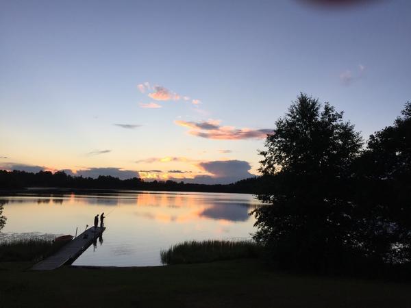 Var och kvällsbadade i Hedkärrasjön och störde dessa fiskare som hävdade att vattnet var iskallt