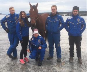 Här är de fem gymnasieelever som ska upp på V64 under fredagen. Mats E Djuse, Alice Molin, Lukas Svedlund, Marcus Lilius och Zeb Jonasson.