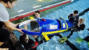 På fredagen försökte ett antal KTH-studenter sätta nytt hastighetsrekord för människodrivna undervattensfarkoster.
