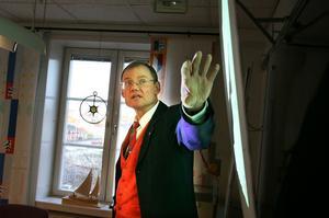 Bengt Friberg och lärarna inom grundskolan kan andas ut, det ser inte ut att bli några uppsägningar till hösten.