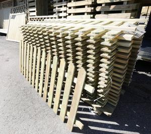 Våren är också stakettid. Den riktigt händige bygger själv, andra köper färdiga sektioner i olika storlekar.