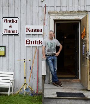 Spontanstoppen finns inte längre i Svartvik så därför lägger Uno Sundström ner sin loppis i Svartvik.