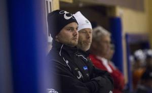 Fredrik Rexin gjorde debut som elitserietränare förra säsongen. Nu ska han spela själv – i division 1...