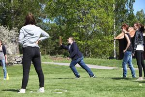 De tyska och svenska eleverna som deltar i skolutbytet spelade brännboll på måndagen.