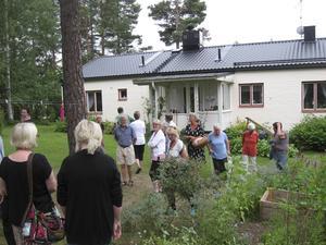 Ett 25-tal intresserade trädgårdsentusiaster deltog i visningen.