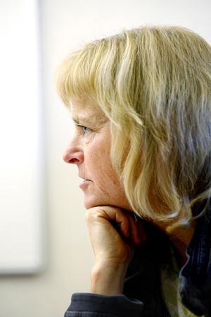 Eva Samuelsson har ett halvtidslektorat vid Umeå universitet där hon undervisar vissa terminer i allmänmedicin. – Det är roligt att ha med sig en ung student i arbetet, man kanske skärper till sig lite, säger hon.