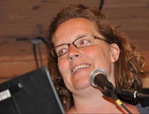 Lokala musikgruppen Hydras vokalist Marie Rudin, Bräcke, gjorde mycket bra ifrån sig.