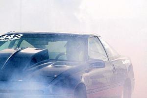 Emil Svedins Ford probe försvinner nästan i röken efter en burnout på Linde open i helgen.