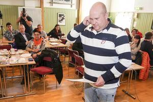 Perra Jönsson, potatisodlare i Byvallen, skrev också under. En av punkterna i kontraktet handlar om hur kommunen kan göra det lättare för lokala företagare att få sälja sina produkter till kommunen.