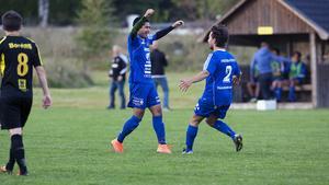 Ehsan Hosaini och Adam Östberg jublar efter Södras tredje mål.