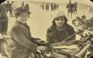 Redan som liten gosse var Leif med ute på tävlingarna med pappa Bertil Smedh. Foto: Christer Nyman