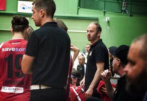 Magnus Svensson har endast tolv utespelare att tillgå mot Mullsjö.