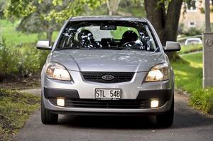 Kia Rio bjuder på småbilens standardkomfort. Modellen får bra betyg av Bilprovningen.