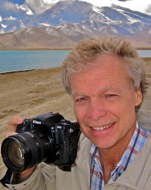 Anders Hanser är här under ett av sina uppdrag.