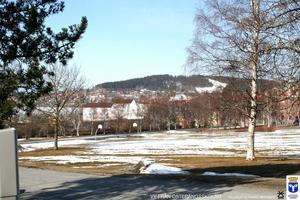 Utsikt från Österängsskolan. Totalt kan ungefär 150 lägenheter och kring 400 kvadratmeter lokalyta byggas i planområdet. När hela Storsjö Strand är utbyggt beräknas ungefär 800 lägenheter finnas i området.