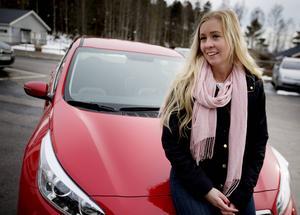 Matilda Forslin-Jonsson från Hudiksvall har just köpt ny bil med plats för både hundar och barn.