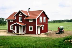 Miljövänligt hus. Centerpartiet vill uppmuntra till att fler hus byggs i trä som bidrar till en hållbar miljö.Arkivbild: Jan Wijk