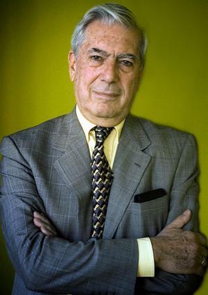 En mästare. Mario Vargas Llosas första bok sedan Nobelpriset i litteratur ligger nu på de svenska bokhandelsdiskarna. Kultursidans recensent Tim Andersson har läst en berättelse som visar på romanens fortsatta aktualitet och politiska relevans.