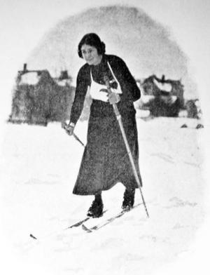 Fröken L. Fluuhr, står det i resultatlistan, från Umeå, var förhandsfavorit men blev femma i damernas tio kilometer. Detta i rejält blötföre.