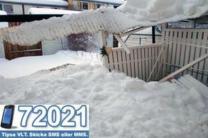 Natten mot torsdag rasade en altan på Viksäng ihop under snön. Foto:  Alois Strempl