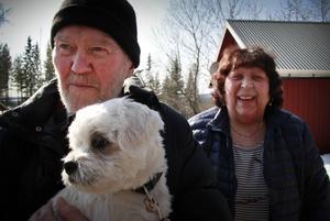 Alf och Ingegärd Nyström har naturen runt husknuten är de bor.