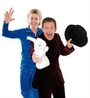 Artisterna Mojje (Morgan Johansson) och Tobbe trollkarl (Tobias Blom).