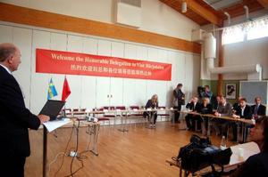 En presskonferens utan representanter från kinesiska delägare. NBE Swedens VD Lars Fritz berättar om biokombinatet.Foto: Carin Selldén