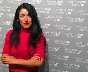 Amineh Kakabaveh  kommer att ställa upp för Vänsterpartiet i riksdagsvalet 2018 om partiet fortfarande har förtroende för henne.