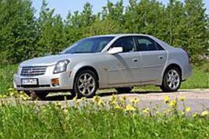 Foto: OLLE HILDINGSON Sticker av. Cadillac CTS väcker uppseende med sina kantiga former och höga kaross. Stilen lovas gå igen i modeller längre fram. Snygg? Inte enligt min uppfattning.