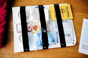 En räddningspåse från ICE Stay Cool UF innehåller mängder av små nyttiga saker som kan visa sig vara oumbärliga vid ett nödläge. För varje påse UF-företaget säljer skänker man 10 kr till cancerforskningen.