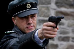 Iskall SS-officer. Men artigheten och språkbegåvningen har skådespelaren Christoph Waltz gemensamt med sin skrämmande rollfigur Hans Landa.