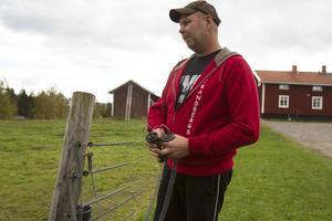 Extra stängsel hindrade inte vargen från att ta sig in i Christer Strandbergs fårhage.