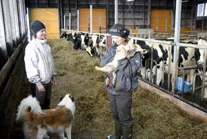 Gården i Raftsjöhöjden är en familjegård som har gått i arv i generationer. Liw Pålsson och hennes syster Britt är uppväxta på gården och Liw hoppas kunna ta över den när föräldrarna inte längre ska driva den.