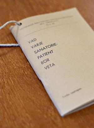 Ett av fynden som personalen på Selggrensgården gjorde på vinden var häftet från Svenska nationalföreningen mot tuberkulos. Vad varje sanatoriepatient bör veta är titeln.