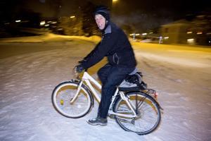 Yngve Franzén får inte längre ta med cykeln på tåget. Den utgör en säkerhetsrisk, menar Norrtåg.